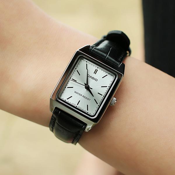 [카시오] 데보라 여성 가죽 손목시계 CASIO BWCA008
